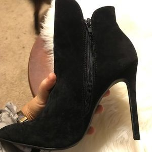 Venus Size 8 Black Booties